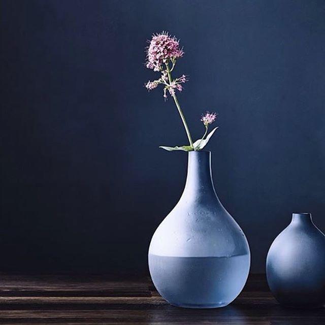Vakre sandblåste vaser fra danske @luciekaas kommer til Oslo Design Fair i januar, representert av @brunthus. Vi gleder oss! Foto: Produsenten #oslodesignfair #utstiller #skandinavisk