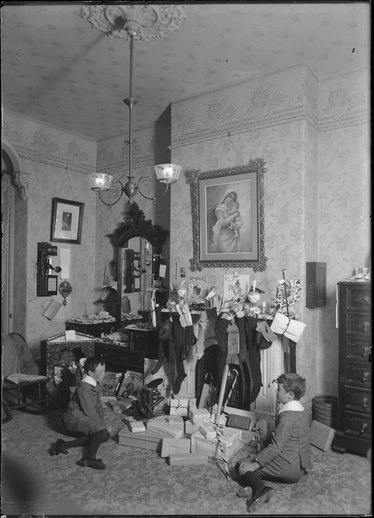 Christmas, 1910. Camera & a phone, too - this family was very well-off for the time period.