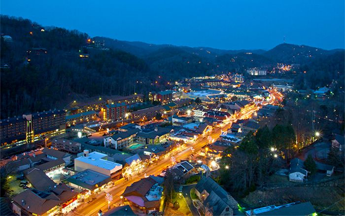 13 Late Night Gatlinburg Restaurants, Attractions, and Nightlife Activ