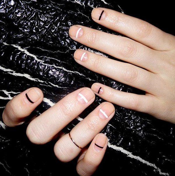 仕事の都合で爪を伸ばせなかったり、育児中で爪が伸ばせない。。。いろんな理由で短い爪にしている人も多いと思います。そんなショートネイル派の方に、短い爪でも可愛いネイルデザインをご紹介します。
