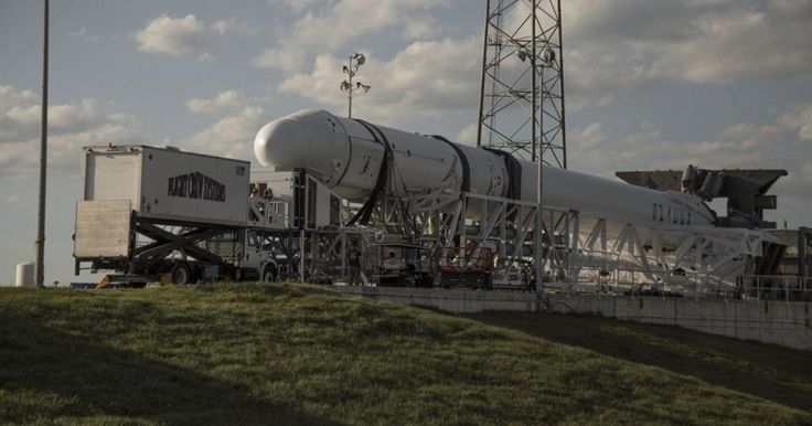 Watch SpaceX launch a Dragon supply ship for the ISS today #inewsphoto