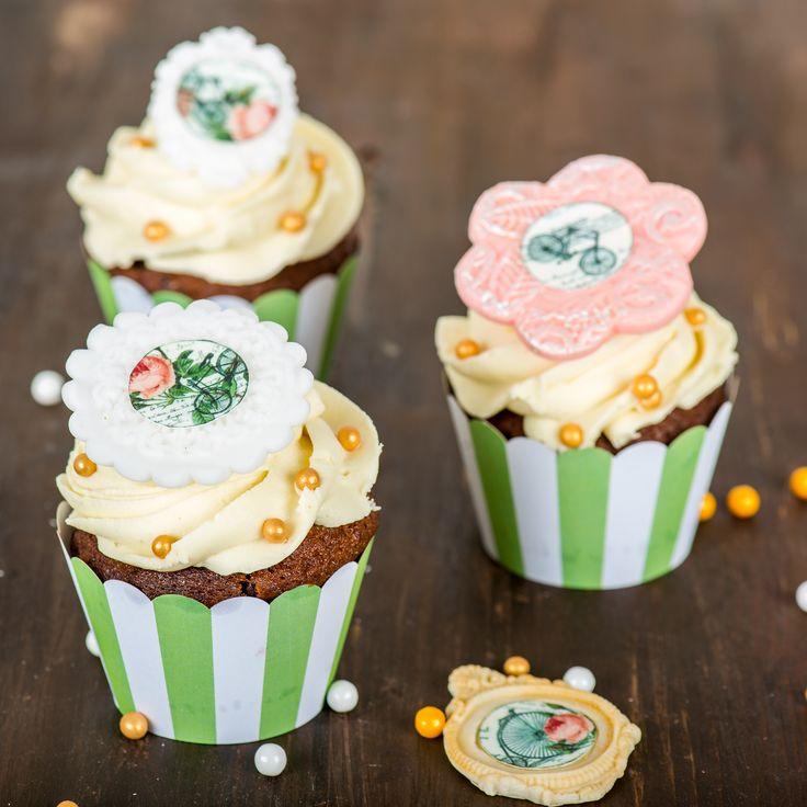 Pentru iubitorii de biciclete, am realizat aceste cupcake-uri, decorate intr-o maniera eleganta si rafinate. Pot fi cadoul perfect sau pot face parte dintr-un candy bar tematic.  Pret unitar : 16 lei / BUC