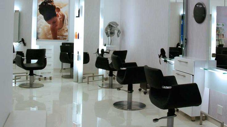 Zona de peinado y corte en Proyecto de Decoración y Obra de Peluquería María López en Espacios Coruña (A Coruña)
