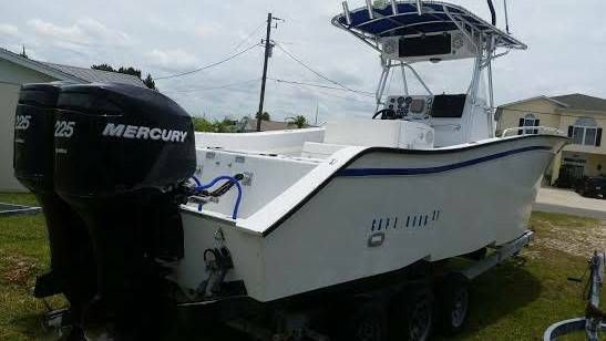Cape Horn 27 Fishing Boat w/ Twin Optimax 225's T Top