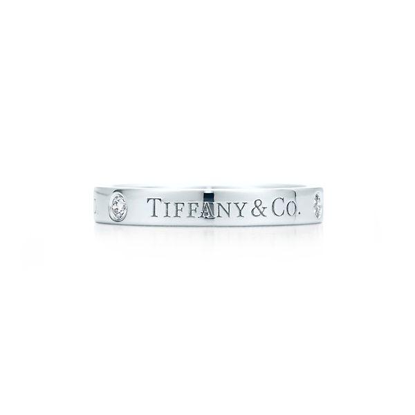 Tiffany & Co. フラット バンドリング - Tiffany & Co.(ティファニー)の結婚指輪(マリッジリング)結婚指輪はどこで買う?ティファニーのマリッジリングの参考一覧♡