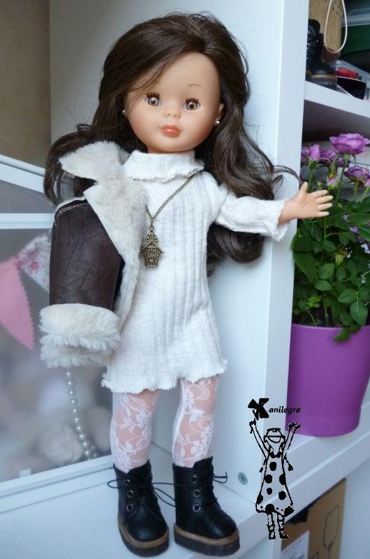 """Me encanta la ropa clara en invierno ,   para esos días que luce un sol radiante , pero hace """"un frío que pela""""     y este look que lleva..."""