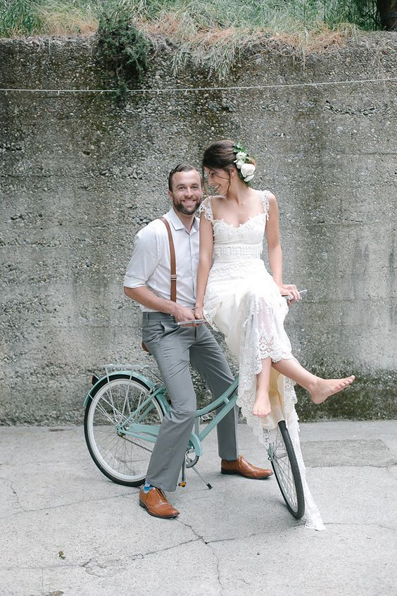 wedding couple on a bike / http://www.himisspuff.com/bicycle-wedding-ideas/12/