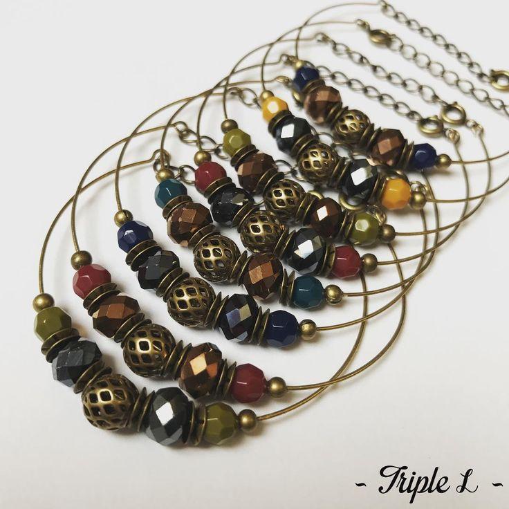 """Nouvelle collection à retrouver sur http://triplelbijoux.etsy.com et http://triple-L.alittlemarket.com : les bracelets """"Les Parisiennes"""" ! Il n'y a plus qu'à choisir la combinaison que vous préférez parmi les huit que je vous propose... #triplelbijoux #creatricedebijoux #creatricefrancaise #bracelet #perlesafacettes #ladroguerie #ladroguerieparis @la_droguerie #alittlemarket #etsy #etsyfr #etsyversailles @alittlemarket @etsyversailles @etsyversailles @etsy #ideecadeaunoel #jewelrygram…"""