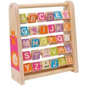 Táto šikovná drevená hračka s názvom Učme sa anglicky! je skvelým pomocníkom pre začínajúcich angličtinárov. Na každej tabuľke je farebný obrázok a na druhej strane jeho popis v angličtine. Týmto spôsobom sa budú vaše deti učiť anglicky hravo a nesilene. A možno aj vy. Drevená hračka Učme sa anglicky! posilňuje tiež kreativitu a samostatnosť.Učme sa anglicky! 2