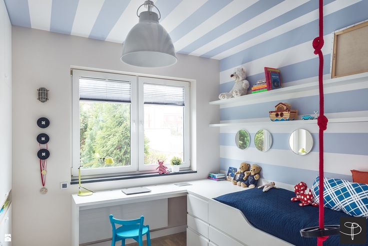 Love the blue and white stripes across the ceiling and down the wall.  Such a crisp clean look in this kid's room!