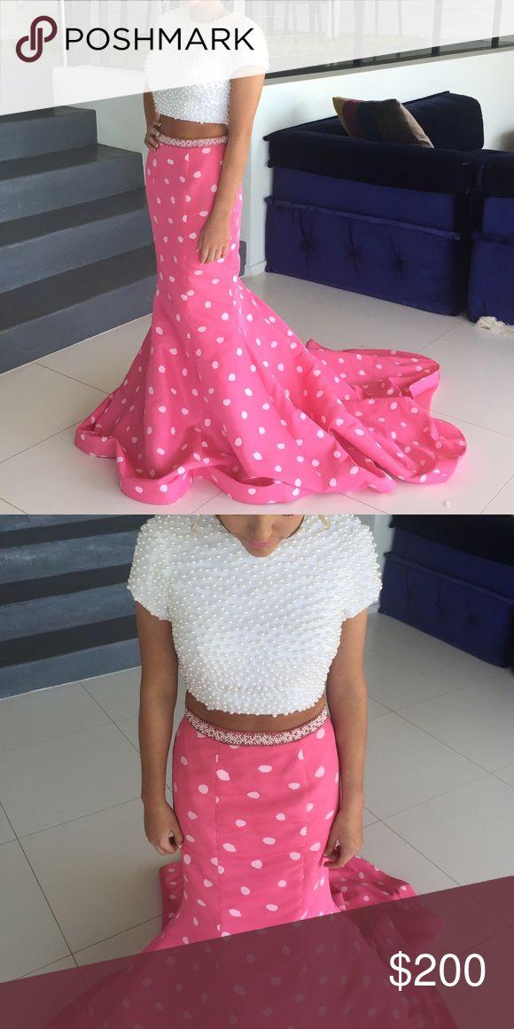 Two piece Sherri hill Beautiful 2 piece Sherri hill dress. Worn once. No longer in stores! Make me an offer! Sherri Hill Dresses Prom