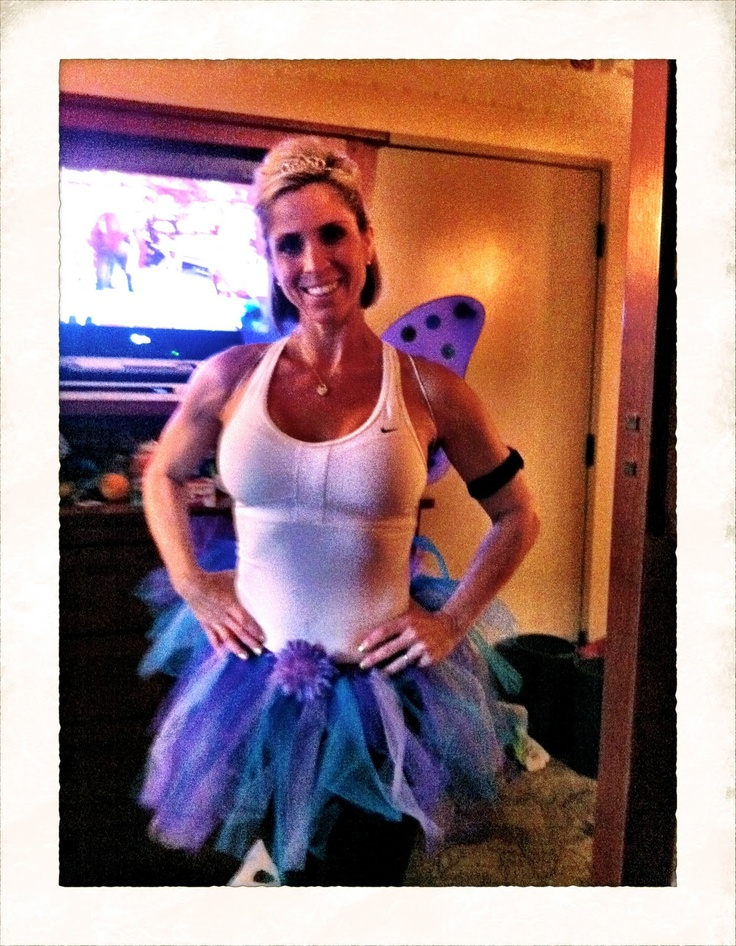 tinkerbell run - love her outfit! If I ever run The  Disneyland Marathon i want to wear this!!