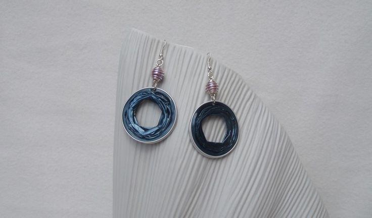 Boucles d'oreilles bleu vert et prune en capsules alu recyclées : Boucles d'oreille par inspicreativ