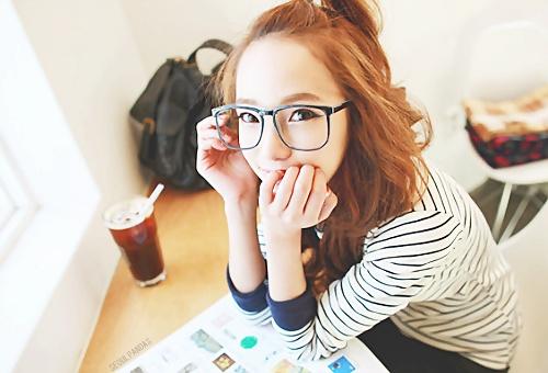 สาวแว่นด้วย หัวเหม่งด้วย ฮ่า ๆๆๆ ... ปิ๊งๆๆ  #Ulzzang #Kfashion #Fashion #Clothes #Cute #Asian #Girl