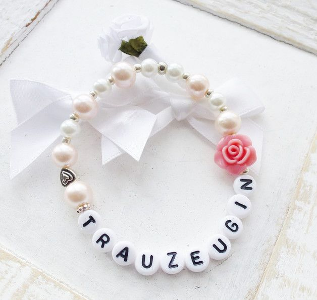**Schönes Armband aus blasrosafarbenen und weißen Glaswachsperlen  und schöner kleiner altrosafarbener Rose und kleines silberfarbiges Herzchen. Süßes Geschenk für die Trauzeugin.**  Text:...