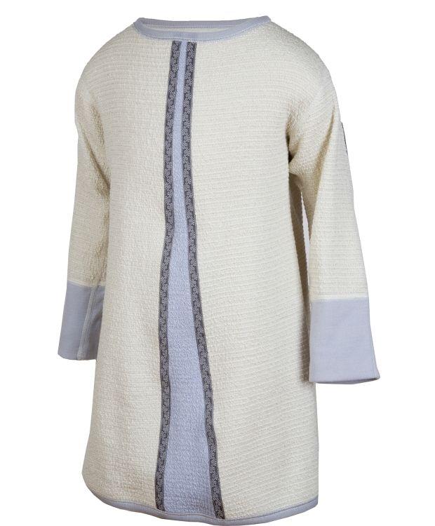 Janus julekongenkjole Krinkelstrikket kjole med vevde bånd og fine detaljer. Kløfri Merinoull. Ullvask.
