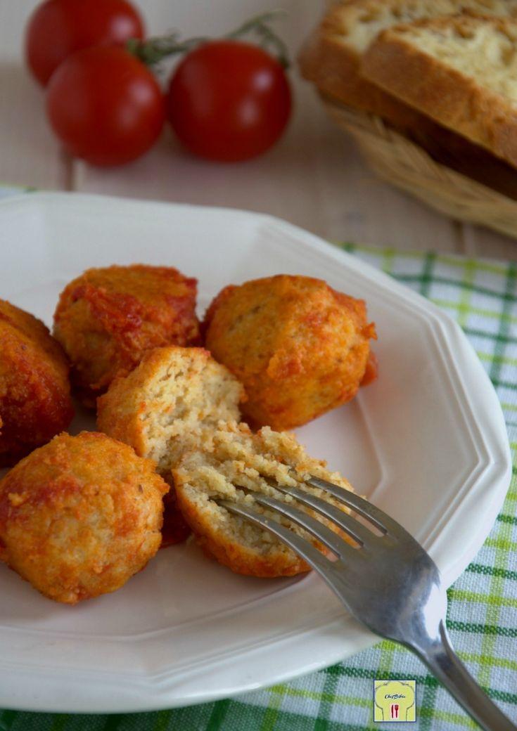 Polpette di ricotta al pomodoro: gustose e morbide polpette avvolte da polpa di pomodoro saporita dal gusto semplice e genuino