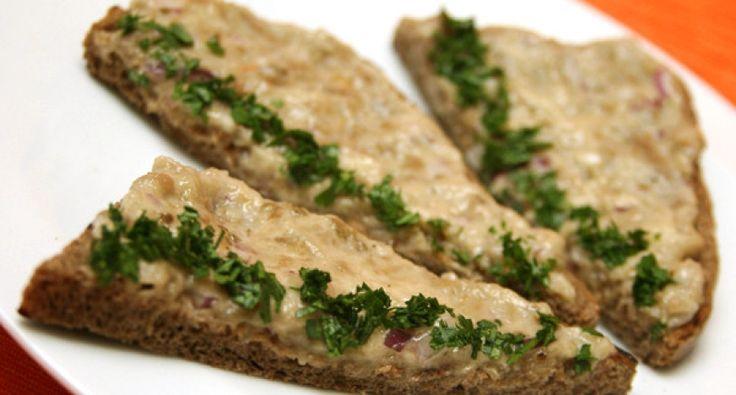 Pasta z bakłażana - przepis - sposób siedmiogrodzki: Nie ma nic lepszego jak oryginalna, siedmiogrodzka pasta z bakłażana na chrupiącej grzance... Spróbujcie, wspaniały przepis!