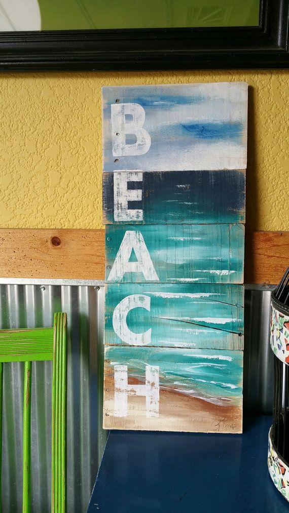 Arte rustica di spiaggia, mano dipinto vista sul mare con spiaggia di formulazione, spiaggia, Cottage, upcycled, arte della parete, effetto consumato, Shabby Chic  Pittura acrilica su legno dei pallet rigenerato. Questo pezzo unico è 9 nella vasta x 22 in.  Un tocco bello, estato a un portico anteriore, una roulotte o un cottage.  * * Tutte le mie creazioni sono realizzate di lastre bonificate. Sono dipinti a mano e sono fatte dopo sono ordinati. Anche se si tenta di duplicare originale…