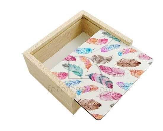 Scatola portaoggetti in legno Piume colorate