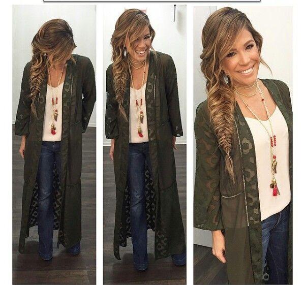 Karla martinez de despierta america, latina fashionista, tv fashion