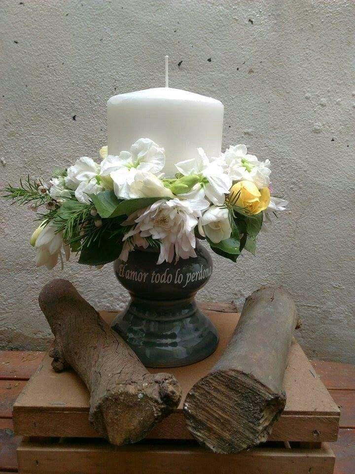 Candelero con flores. Frase ploteada a eleccion de los novios