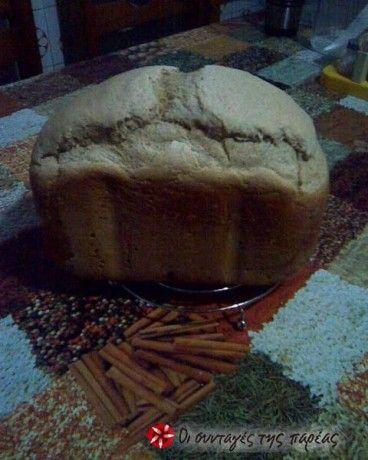 Φίλες μου με αυτή τη συνταγή έχω χρόνια να αγοράσω ψωμί. Είναι πολύ πρακτική και το ψωμί είναι πολύ καλύτερο από αυτό που είναι μόνο με ξηρή μαγιά. Η υφή του δείχνει σπιτικό ζυμωτό ψωμί.