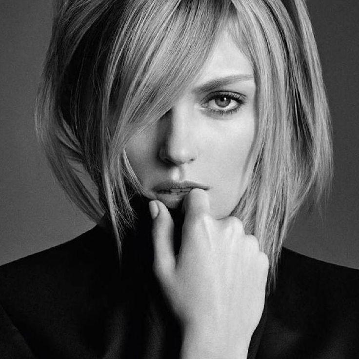 Позы для фото с короткими волосами