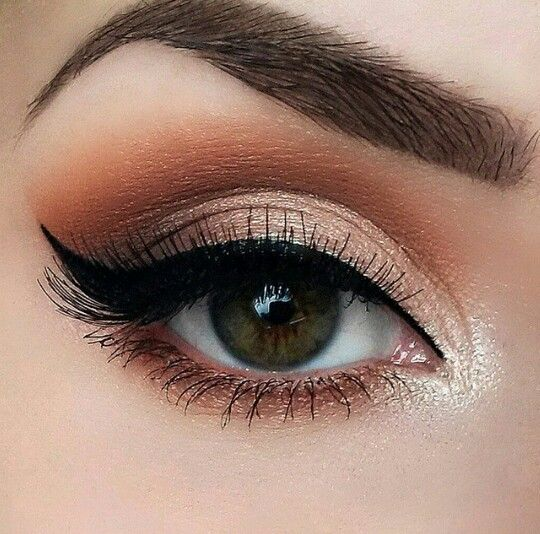 Neutral, smokey eye.