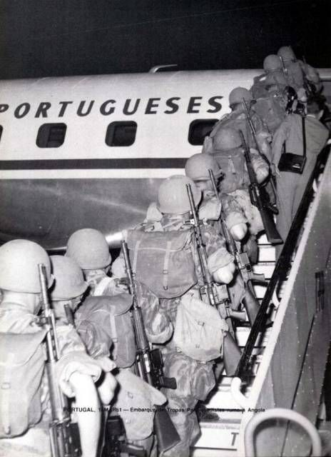 Portuguese Paratroopers boarding TAP airliner to Africa - Colonial War 1961-1974
