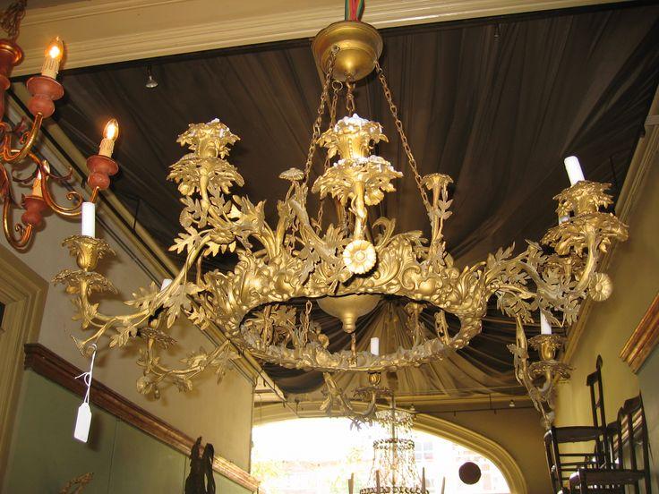 bronzen kroonluchter - bronzen kroonluchter met 9 armen (per 3 uitneembaar)  vol met blad- en bloemmotieven, frans 19e eeuw. Deze lamp is gemaakt voor kaarsen.