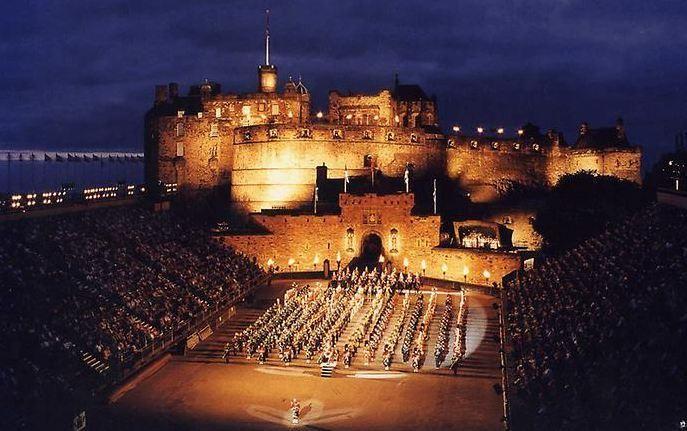 Эдинбургский замок вечером.