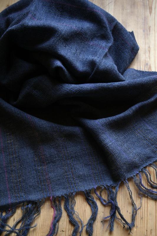 Sjal i ull, nr 2. 59 x 172 cm + frans, 720 kr