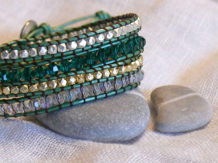 Pulsera de cuatro vueltas con cristal checo y baño de oro y plata #jewelry #handmade #gemstones #joyeria #hechoamano #artesania #piedras #wraps #leather #cuero