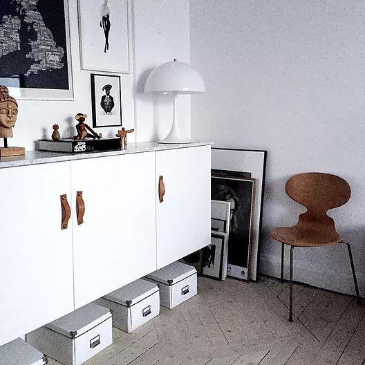 interesting cette marque sudoise surfe sur le succs de ikea en se spcialisant dans la conception. Black Bedroom Furniture Sets. Home Design Ideas