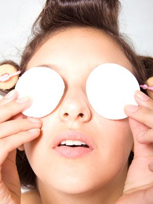 Witch hazel is a natural skin-tightening astringent and can be used to deflate under-eye bags. Soak two cotton pads in cold witch hazel and apply one to each closed eye for five minutes