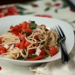 Pasta with Tomatoes and Basil - Turns out not all recipes are worthy of your garden fresh tomatoes - but this one is!Dinner Menu Try, Dinner Belle, Yummy Food, Dinner Yum, Healthy Eating, Healthy Recipe, Favorite Recipe, Basil, Yummy Stuff