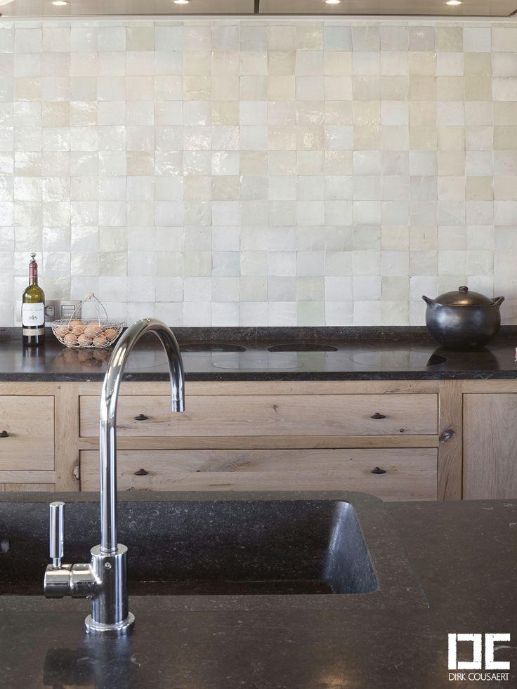 Textuur op de muur - tegeltjes - kleurtint - keukenwand