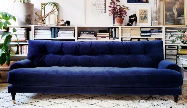 Donkerblauw zorgt voor een mega stijlvol interieur. Kies voor mooie donkerblauwe muren, een bank of juist leuke accessoires.