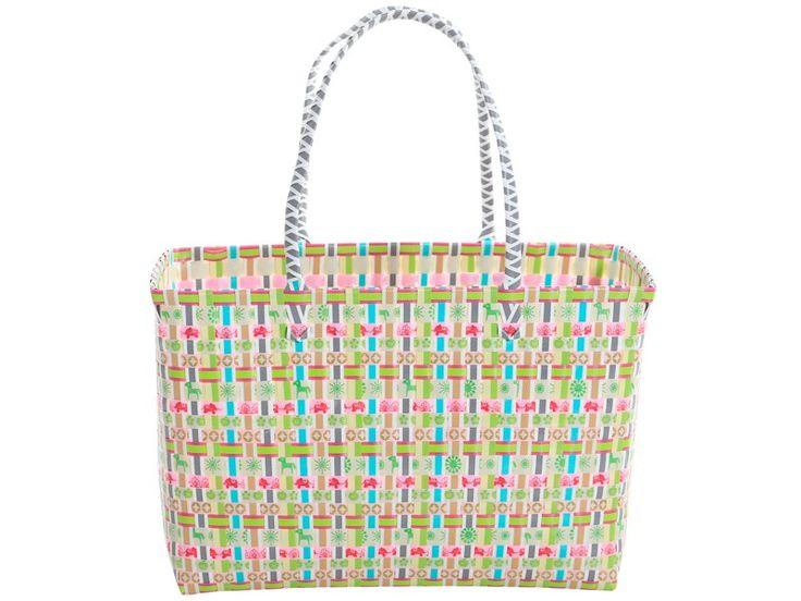 Overbeck and Friends Tasche Annik. Die bunte Tasche ist aus Kunststoffgeflecht und hat zwei Griffe. Der Rand der Einkaufstasche ist metallverstärkt.