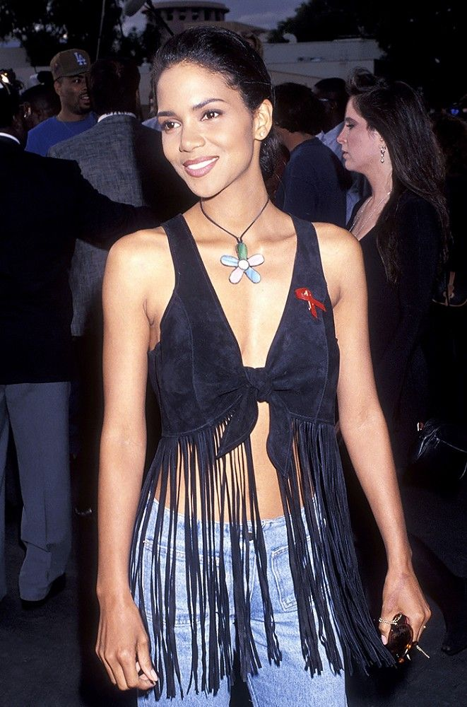 Halle Berry's penciled brows and dark lip liner in the '90s