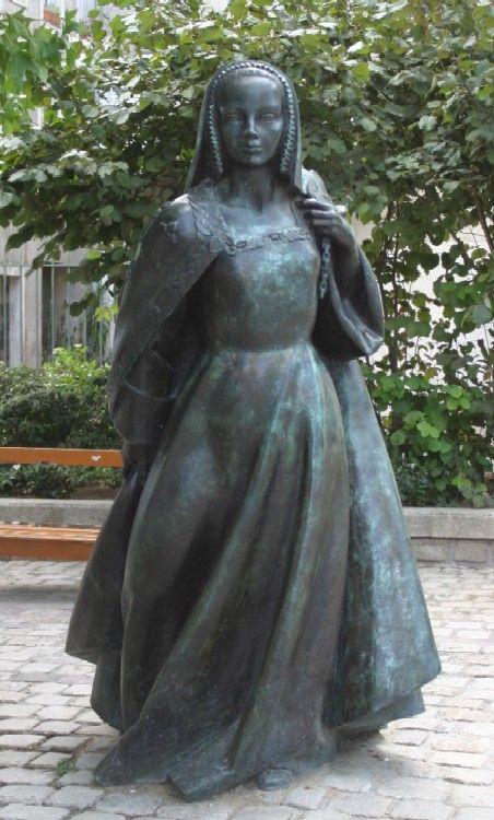 Anne de Bretagne  bronze, 2002     ***   08/08/1919 :Jean Fréour, sculpteur français († 11 juin 2010).