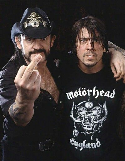 Lemmy Kilmister & Dave Grohl  Eres un mostro del metal, ahora seras leyenda.. Grande Lemmy