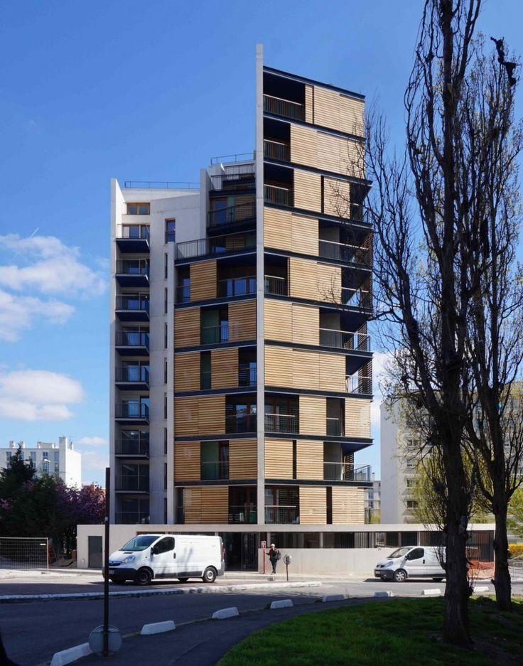 A Montreuil, en proue de la rue Joliot-Curie avec la rue Jean Lolive,une petite tour (R+10) de 44 logements sociaux dessiné par CITA Architectes (Lucas Meister et Léo Legendre)pour Immobilière 3F,par son attention au lieu, contribue à la requalification du quartier de la Noue.Au nord, les grands voiles en béton blanc révèlent la structure du bâtiment et protègent les logements des nuisances sonores de l'autoroute.