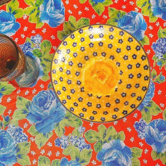 Uma miniatura da nossa Torta O Que a Baiana Tem? Nela vai: Tilápia, Pimentão, Leite de Coco e Dendê. #tortaoqueabaiana 🌿🐟🐄🍫🍰 @donamanteiga #donamanteiga #danusapenna #amanteigadas #gastronomia #food #bolos #tortas #pie www.donamanteiga.com.br