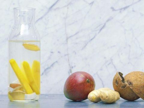 Infused water met mango, gember en kokos -                         Libelle Lekker