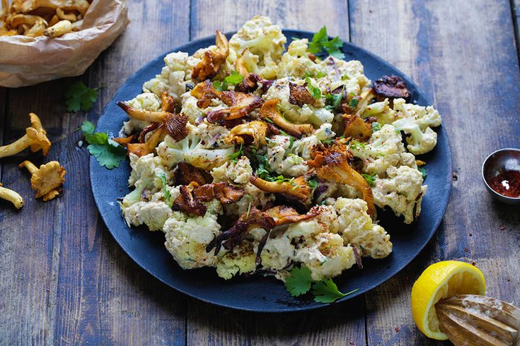 ;Recipe for roasted cauliflower with tahini sauce and chanterelles in english at the bottom of the page</em>...