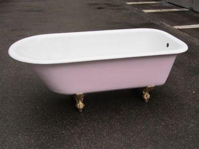 Immagine di Vasca da bagno con piedini a zampa di grifone