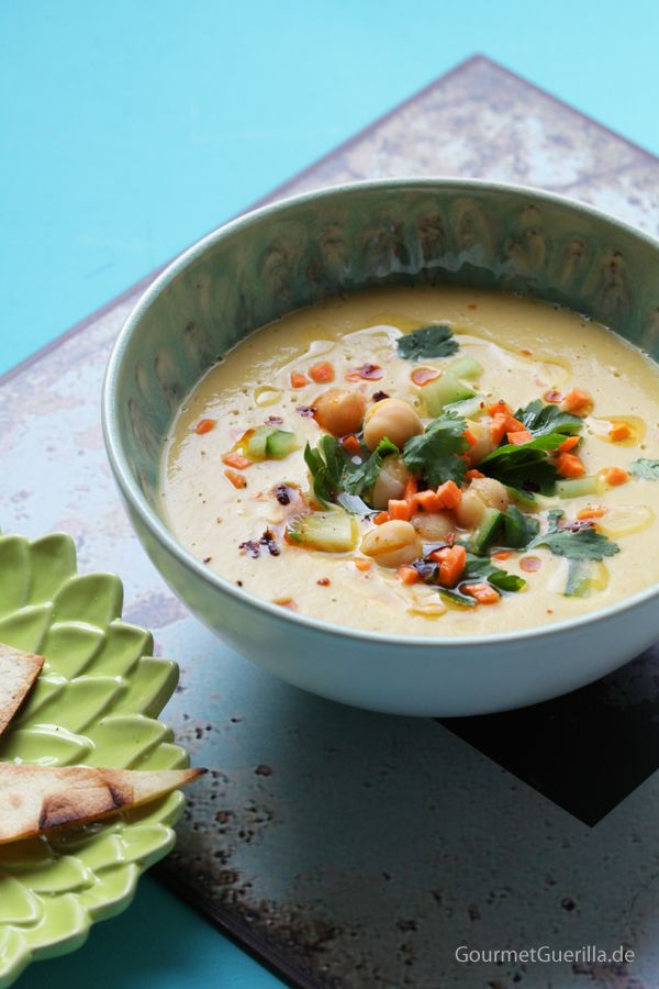 Samtige Hummus-Suppe von #gourmetguerilla Zutaten: Kichererbsen, Möhre, Zwiebel, Datteln, Sesampaste, Apfelessig, Gemüsebrühe, Kreuzkümmel, Garam Masala, Chili, Salz & Pfeffer #gutelaunevitamix