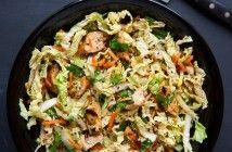 Пряный китайский салат с курицей и кунжутом